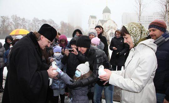 Волонтеры и монахи