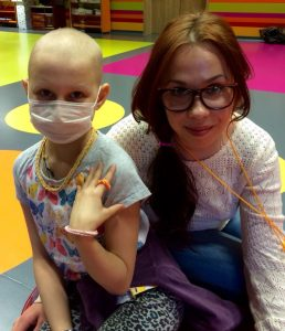 Волонтеры учат детей в больнице