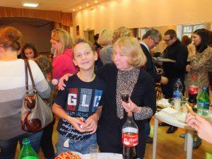 Волонтеры и дети из приюта