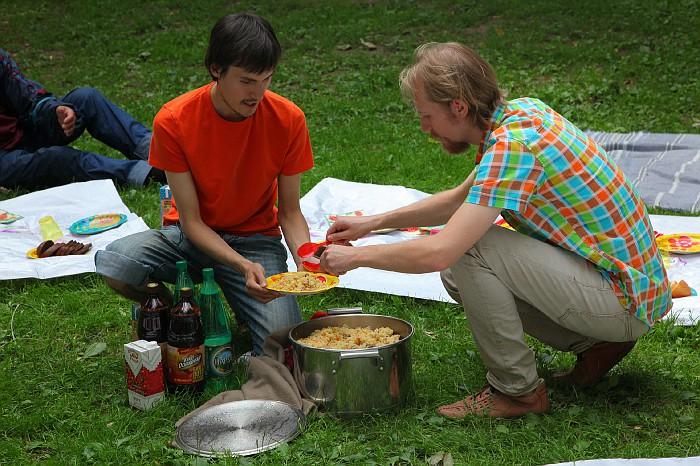 Даниловцы: обед с бездомными