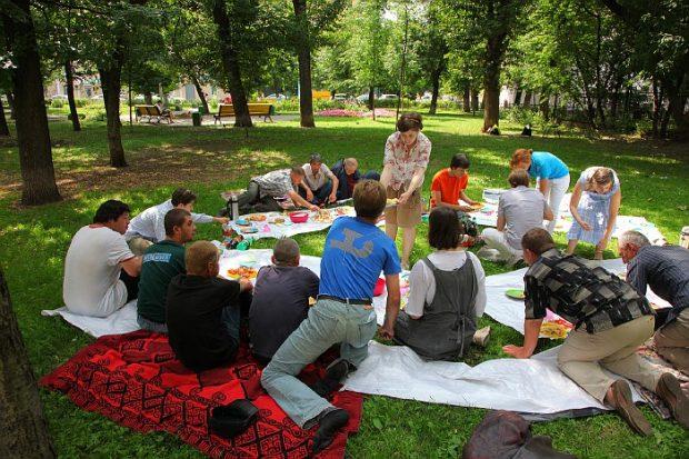 Евангельские группы для бездомных: на равных перед Божьим словом