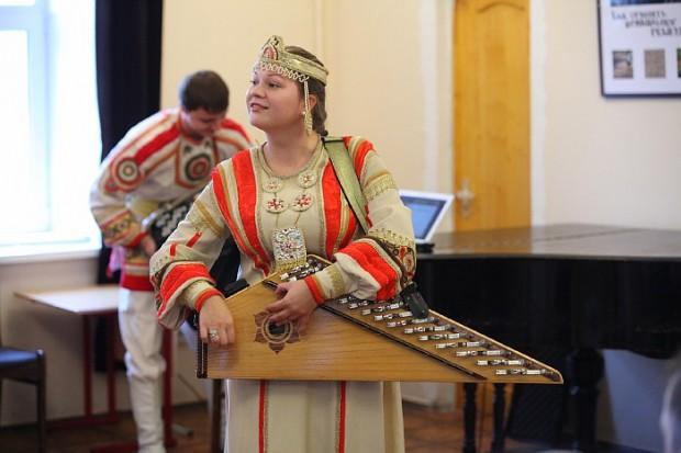 Ансамбль народной музыки «Купина» выступил для детей в ДДИ