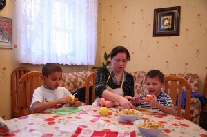 Волонтеры детском приюте Дорога к дому