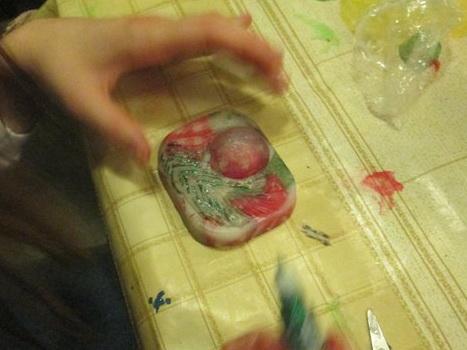 Подростки наварили мыло и сделали цветы своими руками