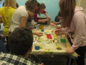 Волонтеры варят мыло с детьми в Наркодиспансере