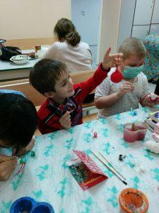 Волонтеры посещают детей в больнице Волонтеры посещают детей в больнице