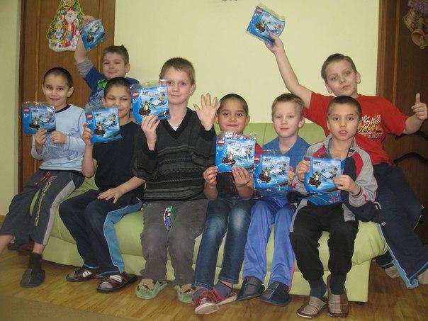 Детей в Зюзинском приюте поздравили с Новым годом!