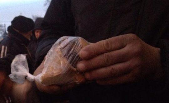 Волонтеры поздравили бездомных с Новым годом