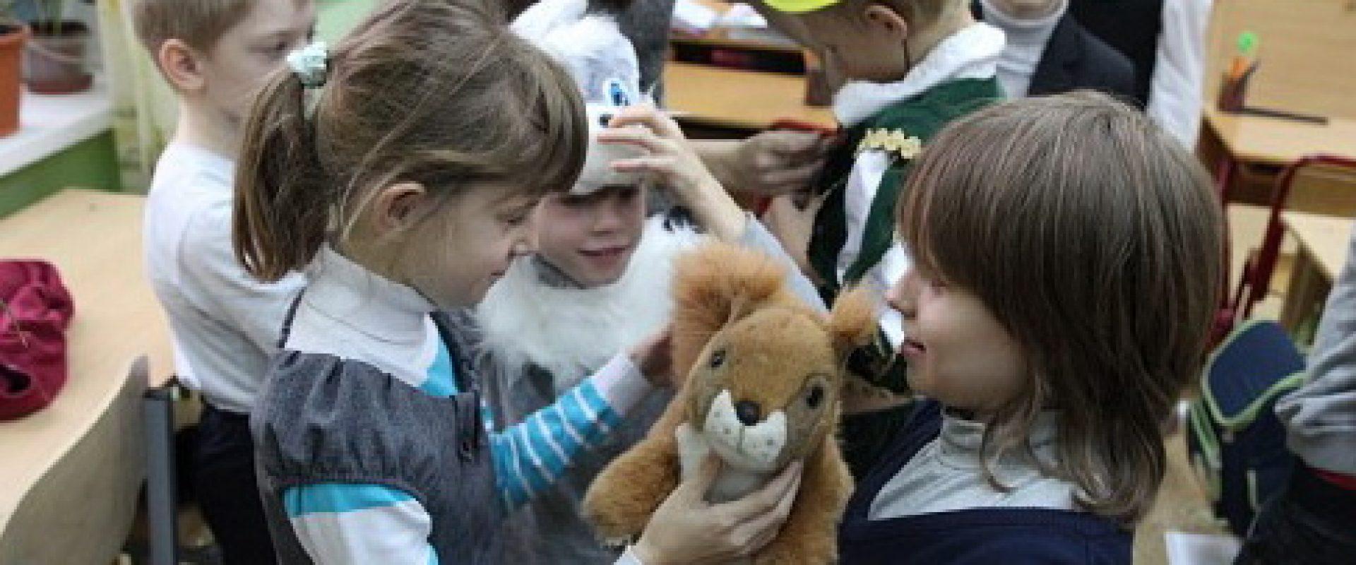 Волонтеры помогают детям-сиротам