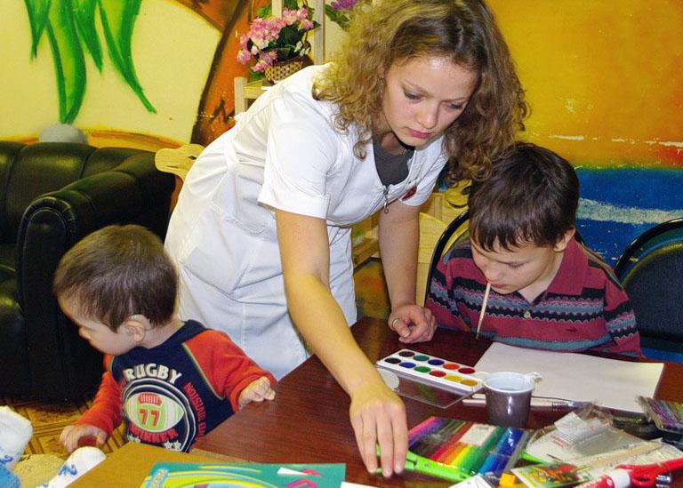 волонтеры в помощь сиротам