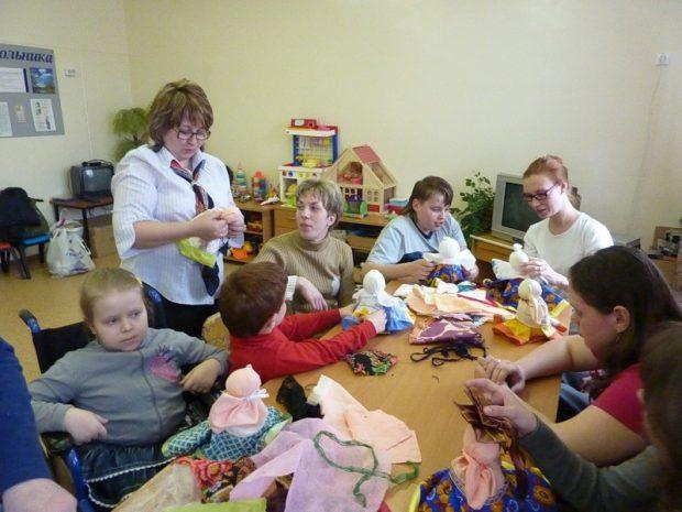 Быть волонтером фонда в помощь детям-сиротам